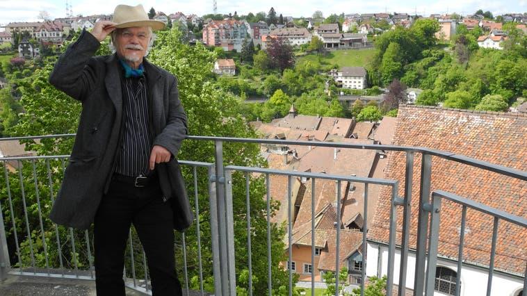 Mit Blick von der Burg auf die Altstadt: Markus Manfred Jung war der erste Laufenburger Burgschreiber. (Marc Fischer (14. Mai 2019))