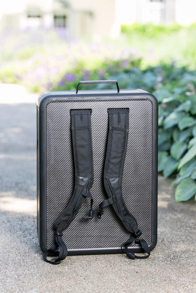 Der Carbon-Rucksack besteht aus Kohlenstofffasern.