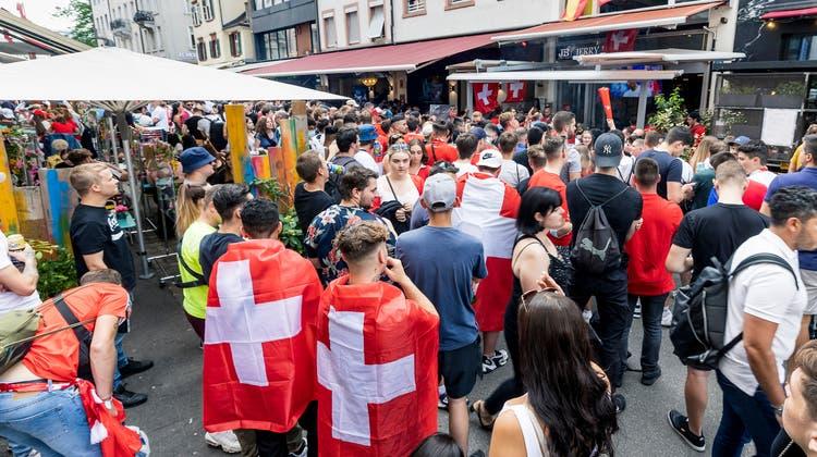 13 infizierte Personen wurden mittlerweile festgestellt, die während des Viertelfinals der EM im und um das «Bücheli» in der Steinenvorstadt waren. (Kenneth Nars)