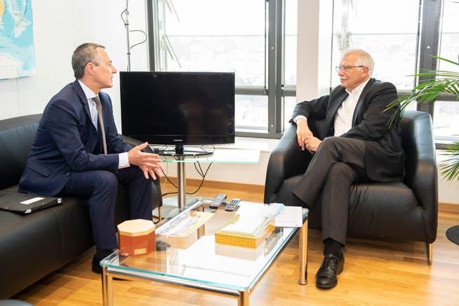 Hat sonst schon alle Hände voll zu tun: EU-Aussenbeauftragter Josep Borrell (rechts).