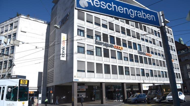 So sah es am Aeschenplatz früher mal aus: In den Räumlichkeiten der Bank Cler entsteht jetzt ein neues Lokal. (Nicole Nars-Zimmer)