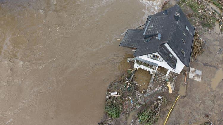 Das Dorf Insul in Rheinland-Pfalz ist nach den massiven Regenfällen weitgehend zerstört. (Boris Roessler / dpa)