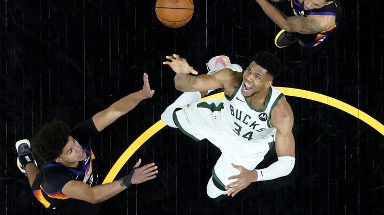 Kaum zu stoppen: Giannis Antetokounmpo wurde zum besten Spieler des NBA-Finals gewählt. (AP)