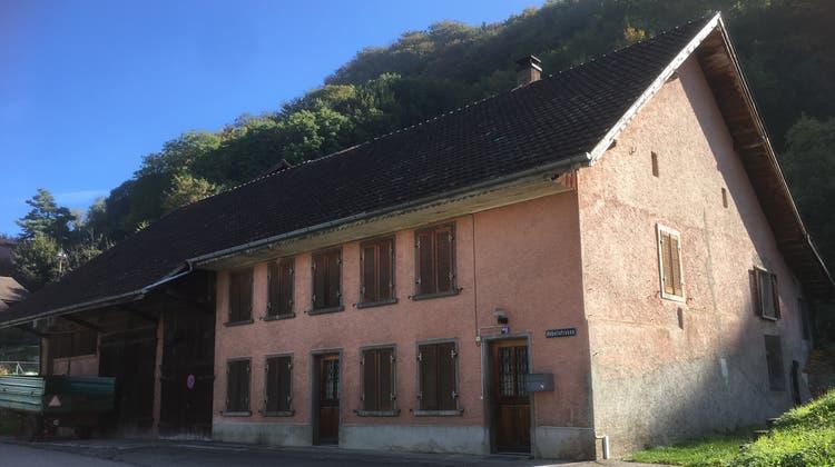 Das ehemalige Asylheim wird abgerissen. Ein Neubau mit Genossenschaftswohnungen soll den Platz einnehmen. (Zvg (12.10.2018))