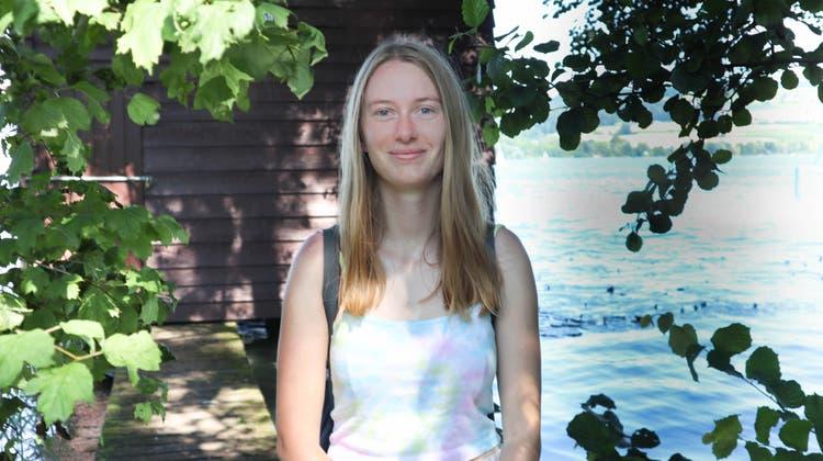 Kann nach den strengen Prüfungen am Hallwilersee entspannen: Julia Pellegrini aus Menziken. (Larissa Gassmann)