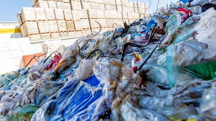 Die Nachfrage nach Kunststoff-Recycling besteht. Nun soll im Limmattal ein Angebot dafür erarbeitet werden. (Thomas Ulrich)