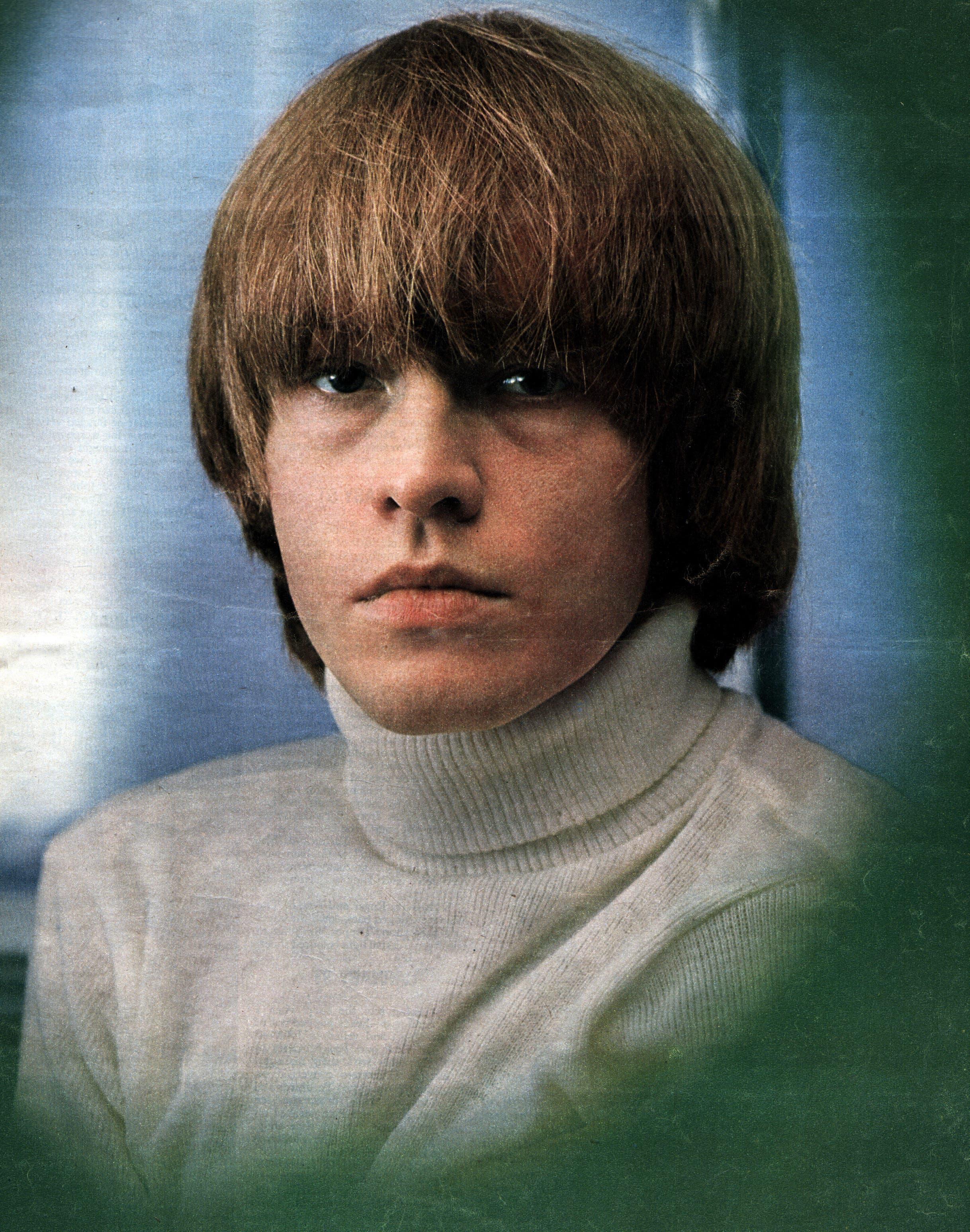Brian Jones: Das Gründungsmitglied der Rolling Stones starb im Juli 1969 unter Drogeneinfluss in einem Swimmingpool. Jones war für seinen exzessiven Lebensstil bekannt.