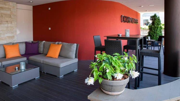 Die Lounge des «Ochsen» in Lenzburg, die in der Nacht auf den 22. Juli spurlos verschwunden ist. (Screenshot Facebook)