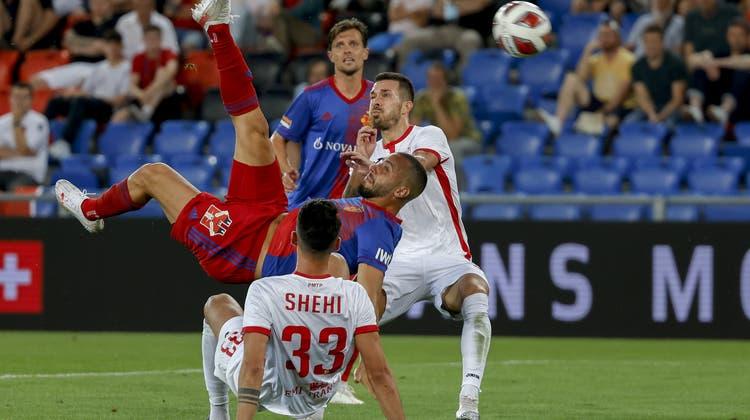 Arthur Cabrals Fallrückzieher zum 2:0 war das optische Highlight an diesem Europapokalabend im Joggeli. (Christian Merz / KEYSTONE)