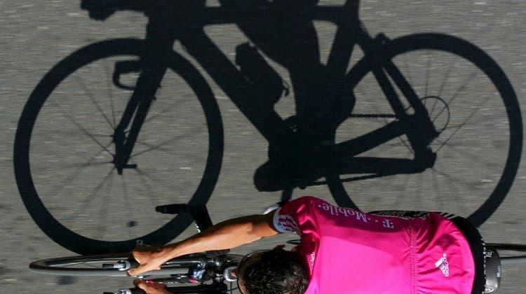 Im Bereich des Ausdauersports haben Velofahrer statistisch gesehen das höchste Risiko. (Bild: Keystone)