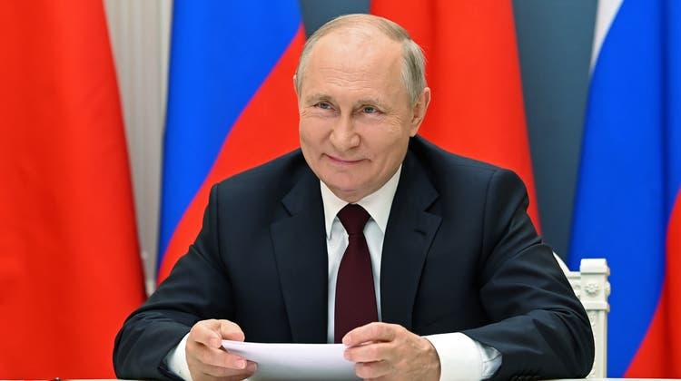 Joe Biden freut sich, Angela Merkel freut sich und der grosse Sieger Vladimir Putin (im Bild) ist ebenfalls glücklich. (Alexei Nikolsky / AP)