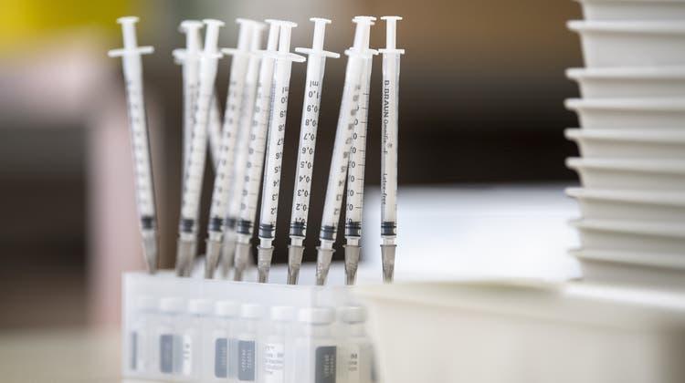 Das Pflegepersonal solle ohne Zwang über eine Impfung entscheiden. (Symbolbild) (Keystone)