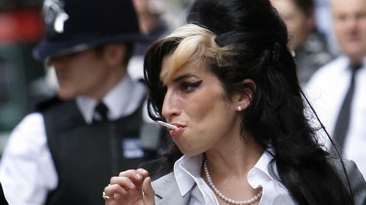 Starb vor zehn Jahren – im Alter von nur 27 Jahren: Amy Winehouse, die als Sängerin, aber auch als Drogenabhängige bekannt war. (Keystone)