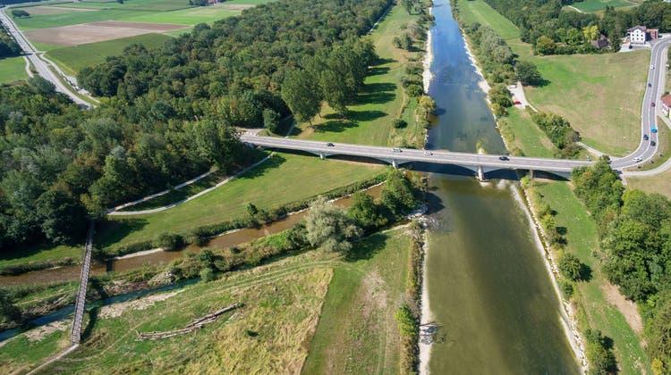 Die Brücke führt von Frauenfeld nach Warth-Weiningen. Darunter die Thur, in die von links die Murg fliesst. (Bild: PD)