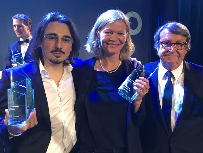 Begehrter «Quartz»: 2017 ging einer der Filmpreise an «Cahier Africain». Hier Cutter Kaya Inan, Regisseurin Heidi Specogna und Produzent Peter Spörri (von links).