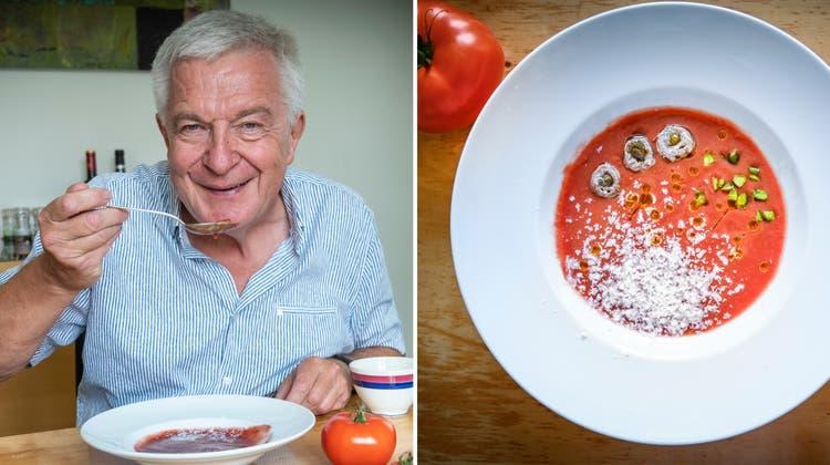 Reife Tomaten gehören zu den Grundzutaten einer traditionellen Gazpacho.