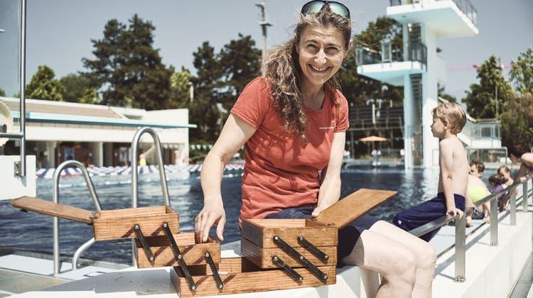 Das Nähkästchen wagte einen Ausflug ans Wasser: Anita Da Ruos hat den Begriff Freiheit herausgefischt. (Roland Schmid)