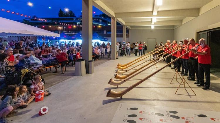 An der Bundesfeier in Rheinfelden vom 1. August 2019 spielte auch ein Alphorn-Ensemble. Feiern in diesem Umfang gibt es in diesem Jahr wegen Corona deutlich weniger, und wenn dann mit strengem Schutzkonzept. (Markus Raub / Aargauer Zeitung)