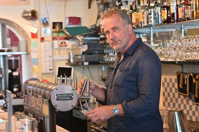 Alex Capus in seiner Galicia-Bar in Olten.