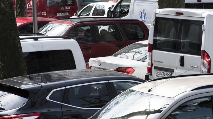 Mit Parkplätzen lässt sich Geld verdienen. (Keystone)