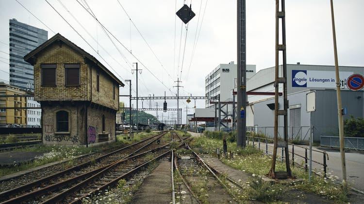 Für Basler ist Pratteln Ikea-Town: Blick auf das Grüssen-Gebiet an der A2. (Roland Schmid)