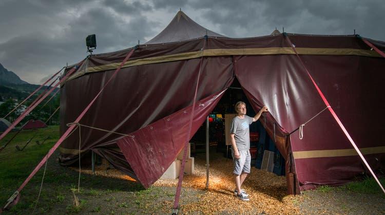 Zeltainer-Chef Martin Sailer lanciert die vierte Eigenproduktion des Kleintheaters. (Bild: Benjamin Manser)