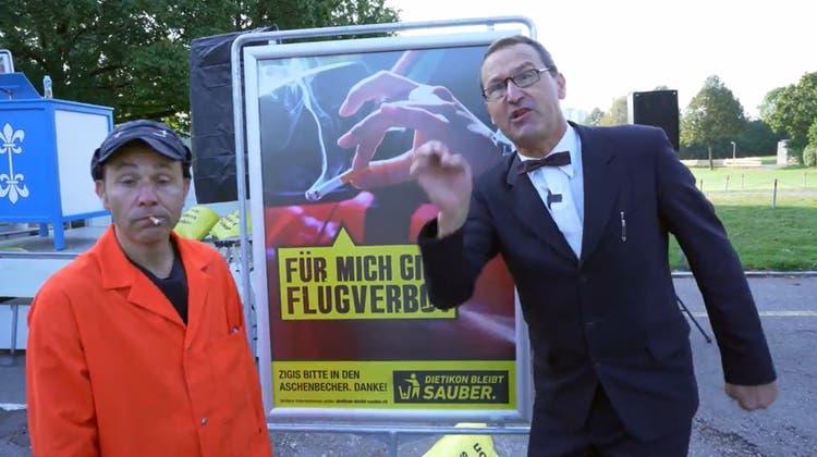 In einem witzigen Video hatte das Duo Lapsus zum Start der Flugverbotskampagne auf die Gefahren von weggeworfenen Zigarettenstummeln hingewiesen. (Bild: zvg)