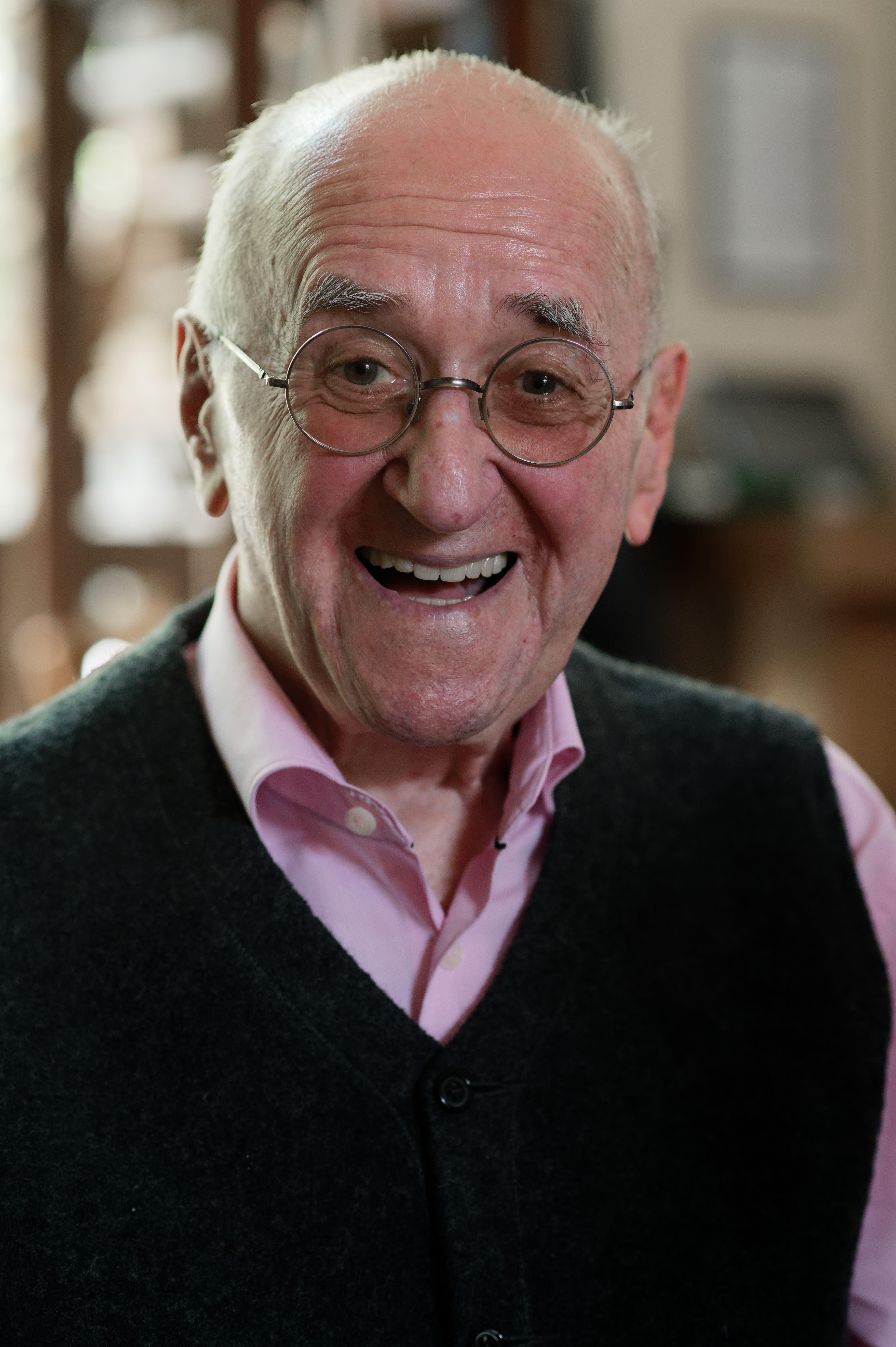 Alfred Biolek, «Grandseigneur» des deutschen Fernsehens, aufgenommen bei einem dpa-Gespräch anlässlich seines 85. Geburtstags in Köln. Er ist mit 87 Jahren verstorben. (Archivbild von 2020)