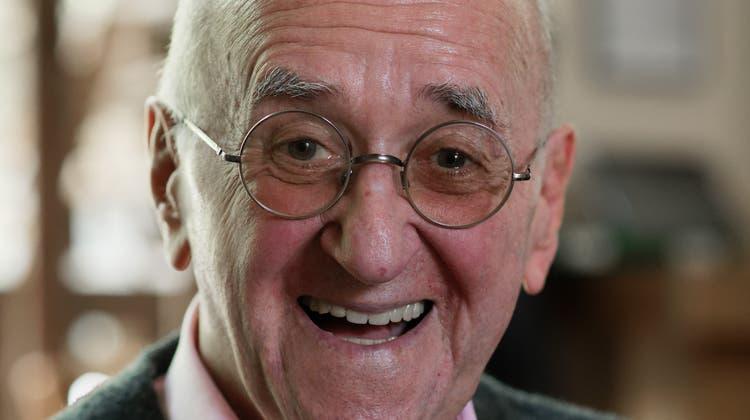 Alfred Biolek, «Grandseigneur» des deutschen Fernsehens, aufgenommen bei einem dpa-Gespräch anlässlich seines 85. Geburtstags in Köln. Er ist mit 87 Jahren verstorben. (Archivbild von 2020) (Henning Kaiser/dpa)