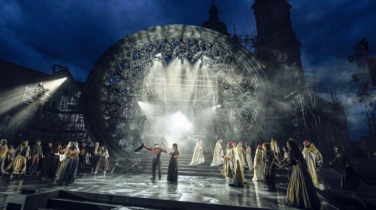 Im Jahr 2021 stand «Notre Dame», eine romantische Oper von Franz Schmidt, auf dem Festspielprogramm. Romantisch ist niemandem mehr zumute. (Bild: Toni Suter)