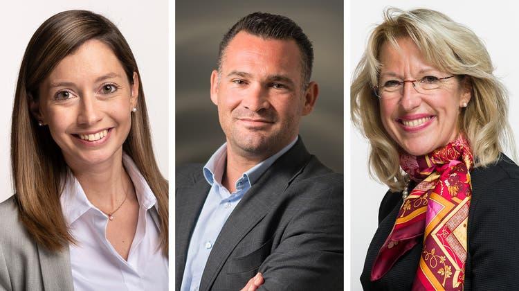 Marcel Dobler(Mitte) könnte sich vorstellen, die FDP zu präsidieren. Er wünscht sich aber eine Co-Präsidentin. Zwei mögliche Kandidatinnen sind dabei Johanna Gapany(links) und Jacqueline de Quattro. (Bilder: key, Montage: chm)