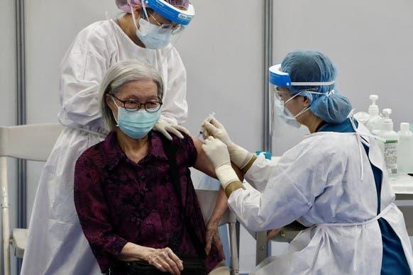 Kampanye vaksinasi membuat kemajuan yang lambat di Jepang.
