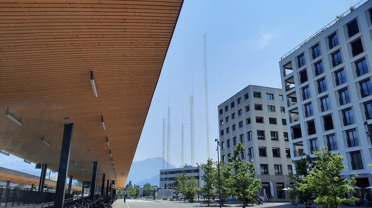 Die Baugespanne des Pilatus Towers vom Bahnhof Mattenhof aus gesehen. (Bild: Stefan Dähler(7. Juli 2021))