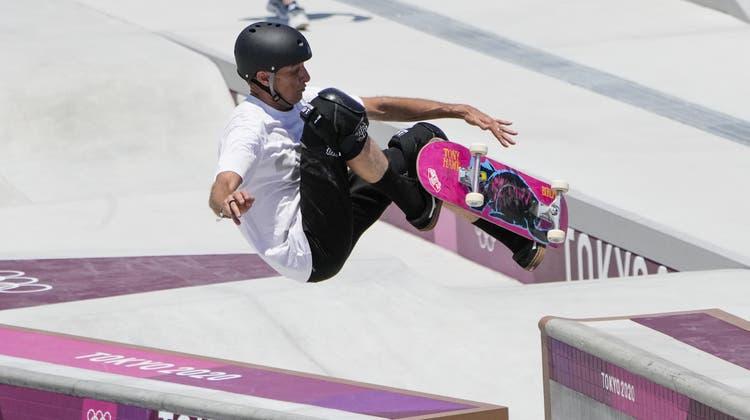 Tony Hawk testet die Skateanlage der Olympischen Spiele von Tokio. (Markus Schreiber / AP)