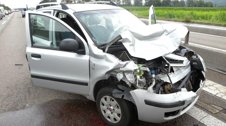 Die Unfallfahrzeuge mussten durch ein Abschleppunternehmen abtransportiert werden. (Kapo SO)