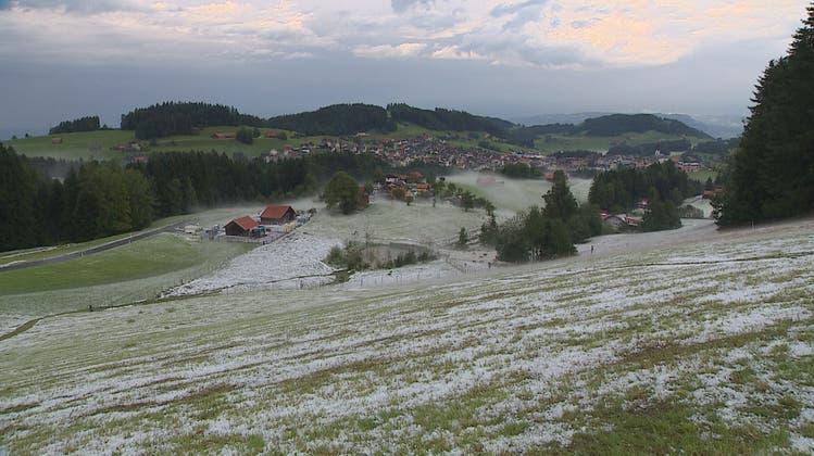 Winterliche Landschaft nach Hagelniederschlag in Oberegg AI. (BRK News)
