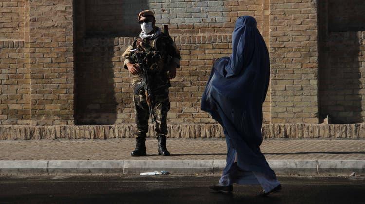 Bald auf sich allein gestellt: Ende August ziehen die letzten US-Soldaten aus Afghanistan ab. Danach müssen die afghanischen Truppen den Kampf gegen die Taliban selber weiterführen. (EPA)