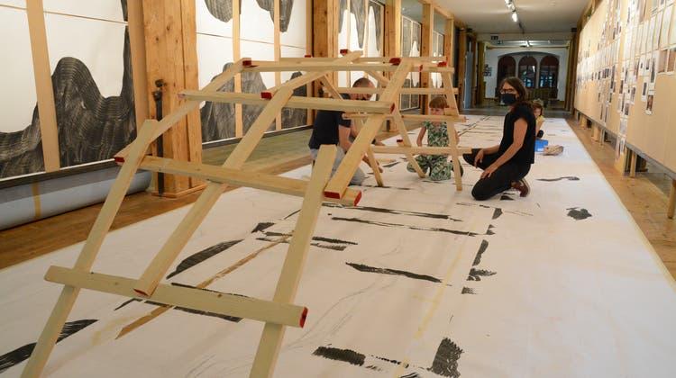 Für den Bau der Da-Vinci-Brücke braucht es möglichst viele Hände. (Bild: Nevin McGhee)
