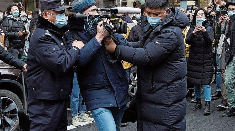 Mit toten Katzen gegen unliebsame Reporter: Peking lanciert neue Hexenjagd