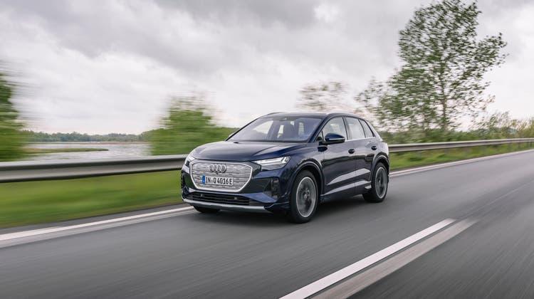 Der Audi Q4 e-tron ist ab sofort im Handel; der «Sportback» mit Coupé-Heck folgt im September. Die Preise starten bei 47800 Franken (Heckantrieb, 170 PS, 306 bis 341 km Reichweite). (Bild: zVg)