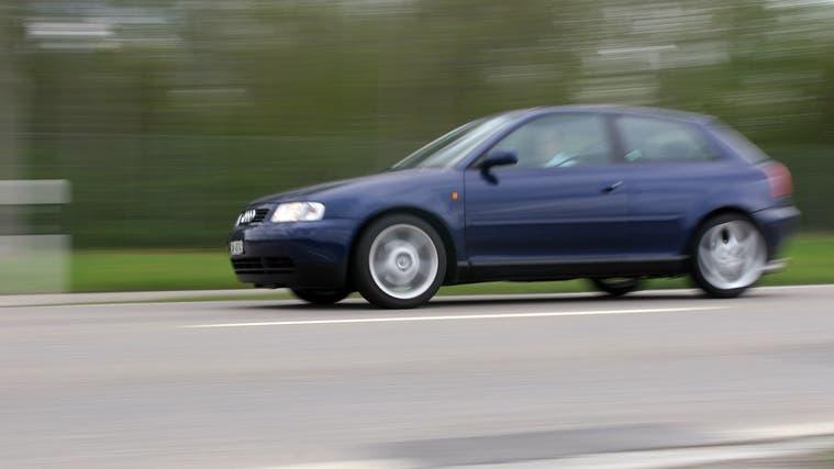 Der Lenker, der mit massiv überhöhter Geschwindigkeit unterwegs war, soll sich auf dem Weg zur Waschanlage befunden haben. (Symbolbild) (Bild: Susann Basler)