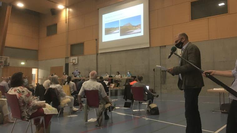 Die Zonenplanrevision zog an der Gemeindeversammlung in der Sporthalle Kaserne in Liestal langfädige Diskussionen nach sich. (Simon Tschopp (Liestal, 3. Juni 2021))