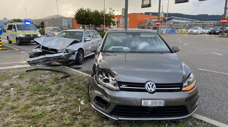 An den Autos entstand grosser Schaden. (Kapo Aargau)