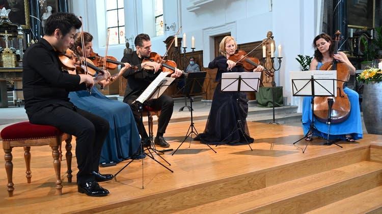 Beim sonntäglichen Abschlusskonzert begleitete Diemut Poppen (Viola, 2.v.r.) das Stradivari Quartett. (Bild: Walter Jann/Stradivari Fest (Gersau, 25. Juli 2021))