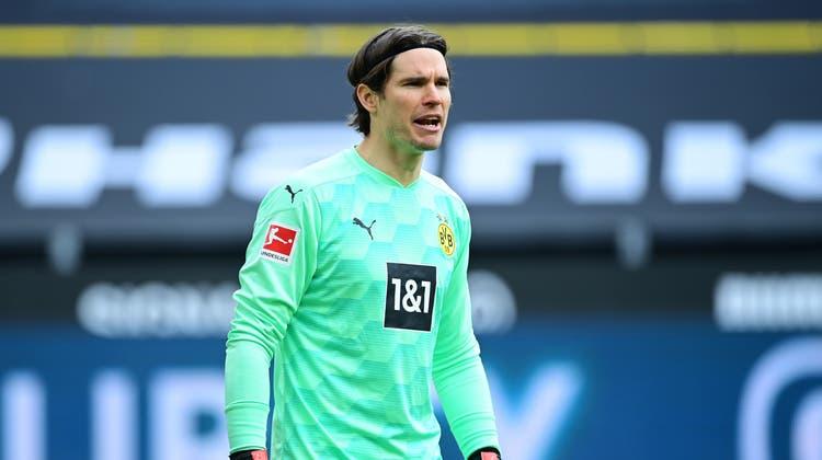 Der Schweizer Bundesligagoalie Marwin Hitzim Dress von Borussia Dortmund (Bild: Tim Groothuis/Freshfocus / Witters)