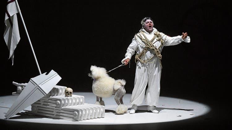 Arm an Arm trotz Corona: Mozarts «Don Giovanni»  eröffnet den Opernreigen der Salzburger Festspiele vor vollem Haus