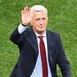 Vladimir Petkovicapplaudiert während der EM im Juli nach dem Nati-Spiel der Schweiz gegen Spanien den Fans. Wahrscheinlich war dies sein letztes Spiel als Nati-Trainer. (Keystone)