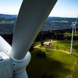 Windkraftwerkauf dem Mont-Soleil: Der Wind könnte im Winter dazu beitragen, die Lücke des Solarstroms zu schliessen, doch im Thurgau tut sich nichts. (Key/ Valentin Flauraud)