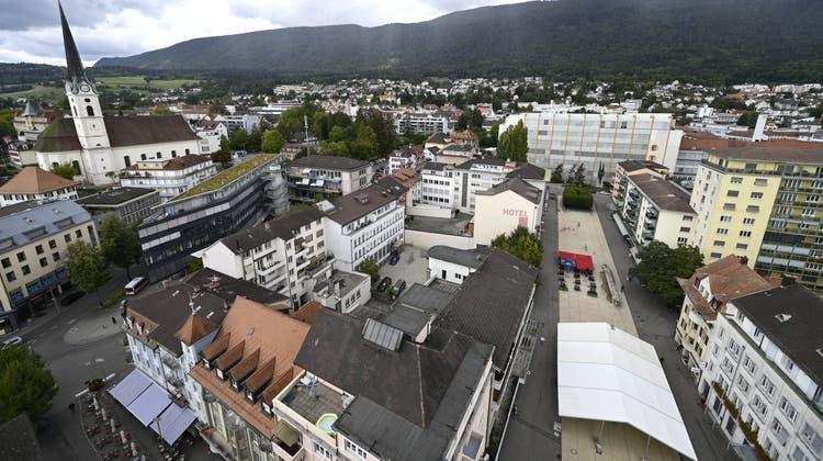 Ein Teil Grenchens vom höchsten Punkt, dem Centro Hochhaus aus fotografiert. (Oliver Menge)