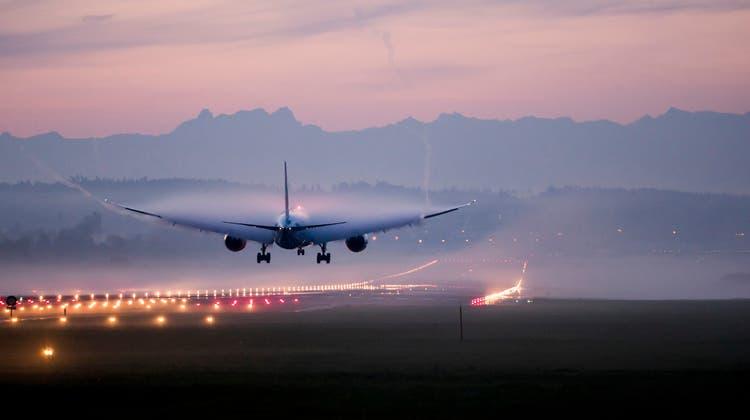 Eine Boeing 787 der Fluggesellschaft Air Canadalandet am Zürcher Flughafen. (Christian Merz / KEYSTONE)